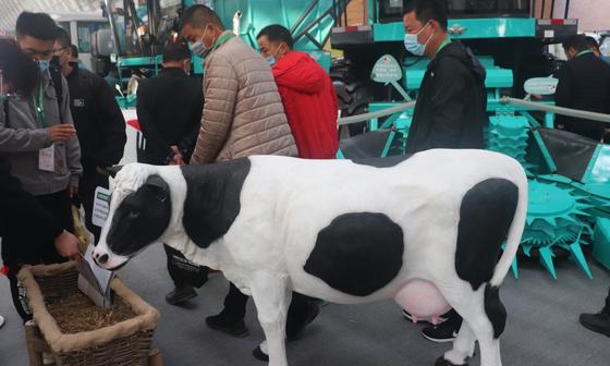 """智能农机赋能""""智慧牧场"""",江苏省大力推进畜牧业机械化高质量发展"""